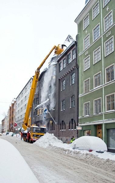 Lumenpudotus kerrostalon katolta